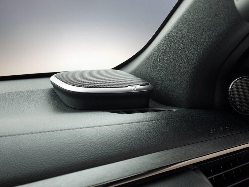 トヨタ ハイラックス インビシブル 9スピーカーJBLプレミアムサウンドシステム