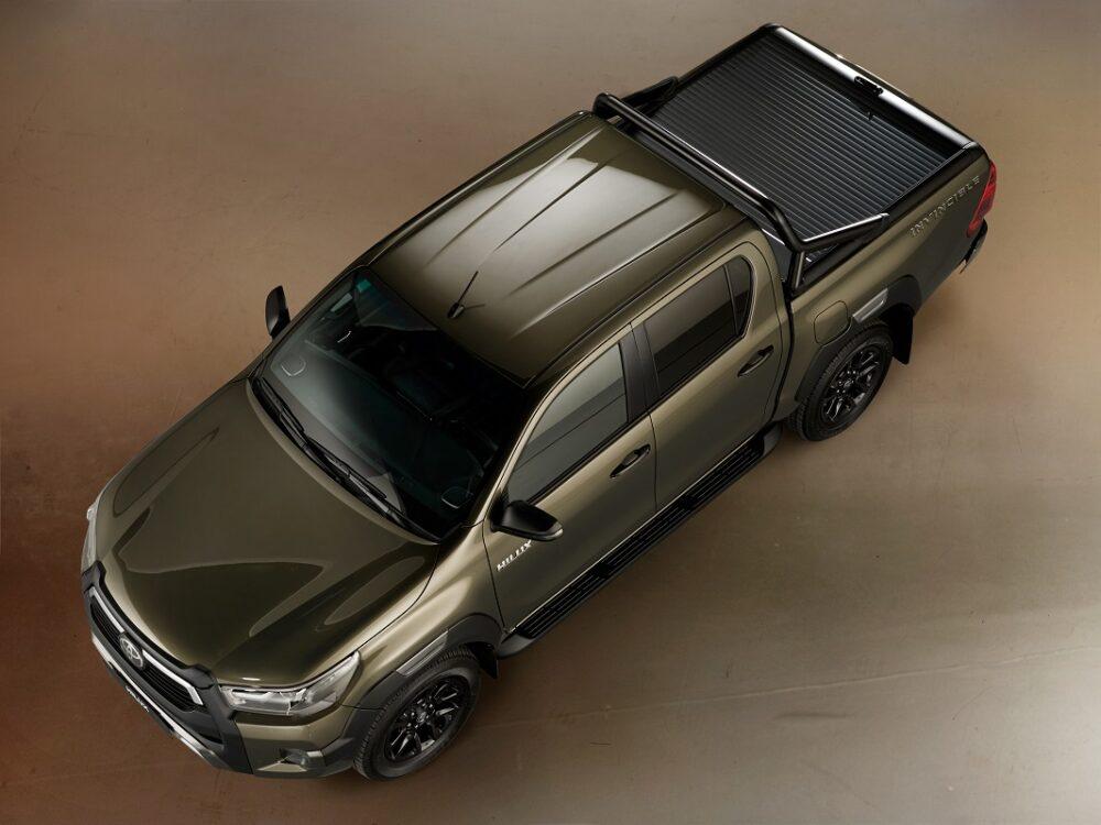 トヨタ ハイラックス インビシブル 電動ロールカバー装着車 俯瞰