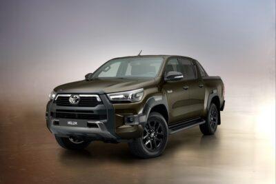 トヨタ ハイラックス新型発表!新設計2.8Lディーゼルエンジン採用、ワイルドなデザインに