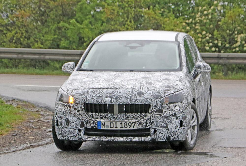 次期新型BMW 2シリーズ アクティブツアラー フロント