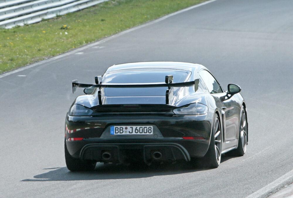 新型ポルシェ ケイマン GT4 RS プロトタイプ リア