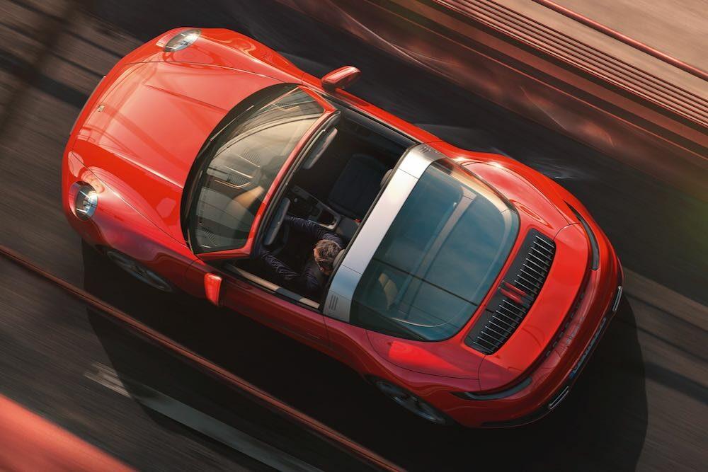 新型ポルシェ 911 タルガ 車両真上から俯瞰