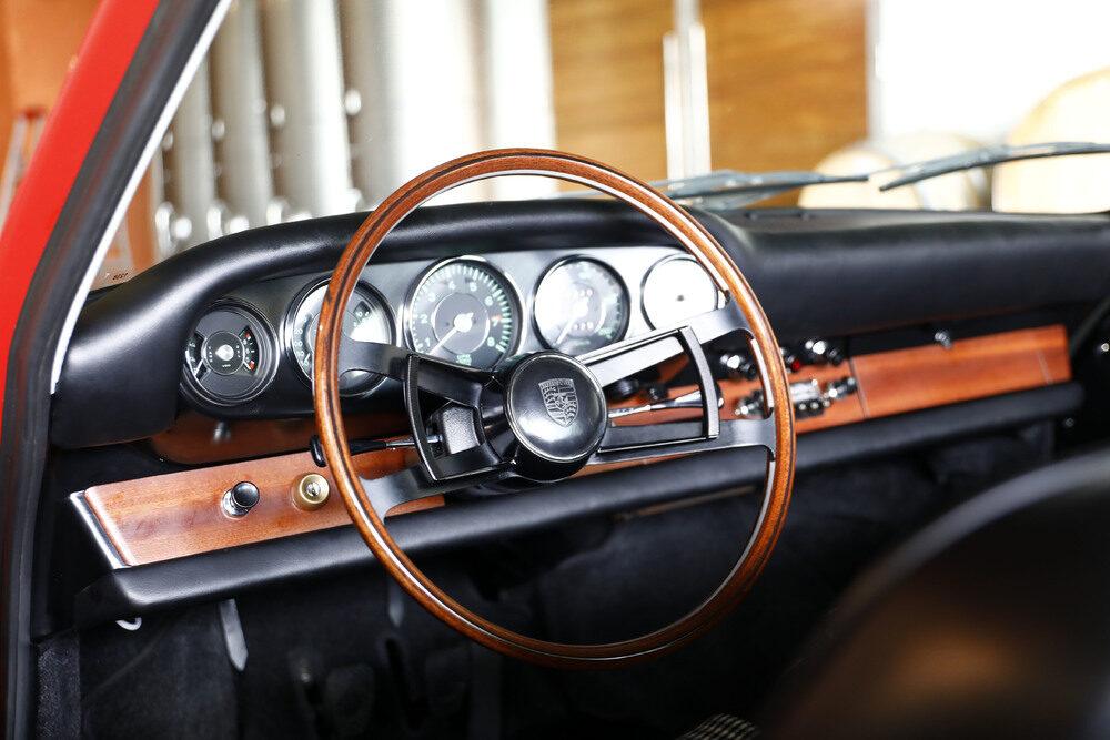 """1964年〜1974年に生産された初代""""901型""""911のインテリア。"""