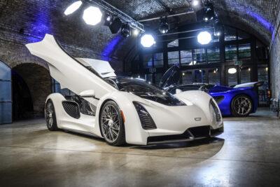 1250馬力!「ジンガー21C」EVハイパーカーにアルカンターラが内装を手掛けた!