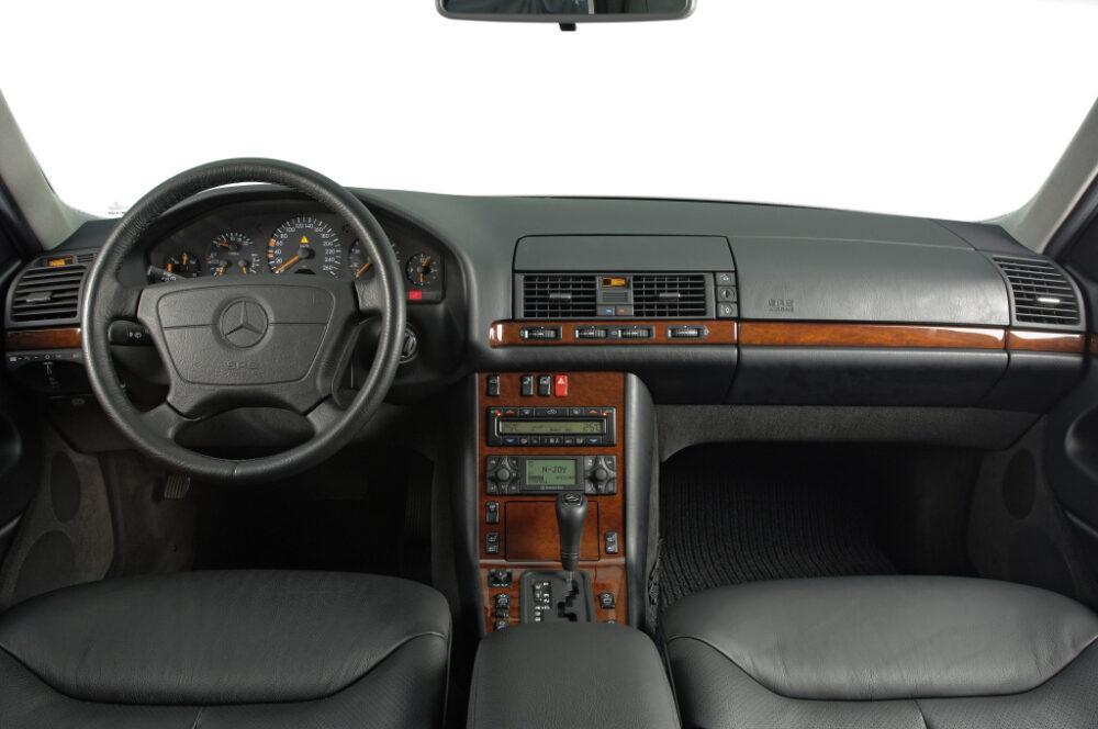 Sクラス(W140)1991年のステアリングホイールとインパネ