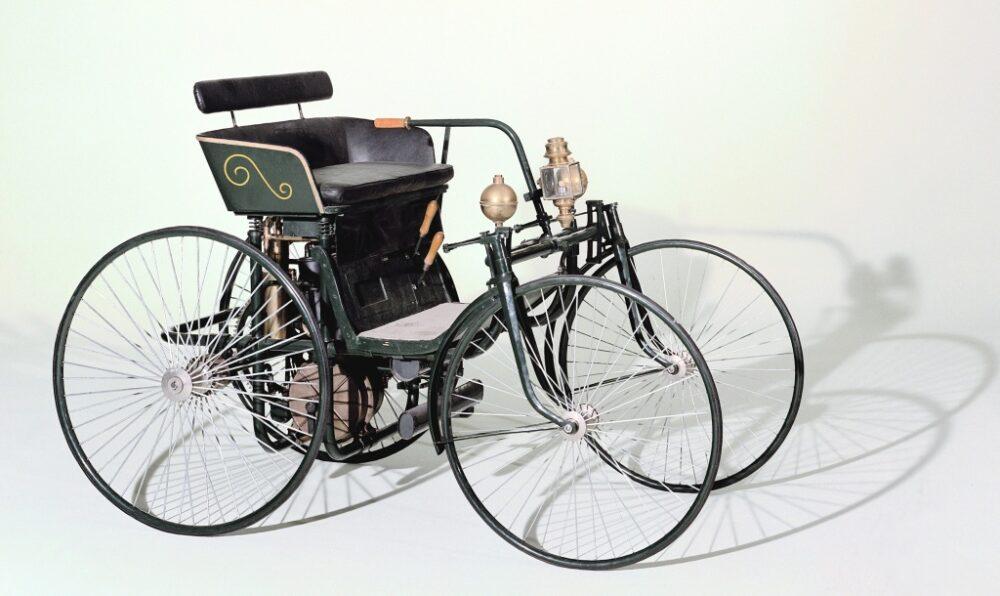 ダイムラー製ワイヤーホイール自動車(1889年)
