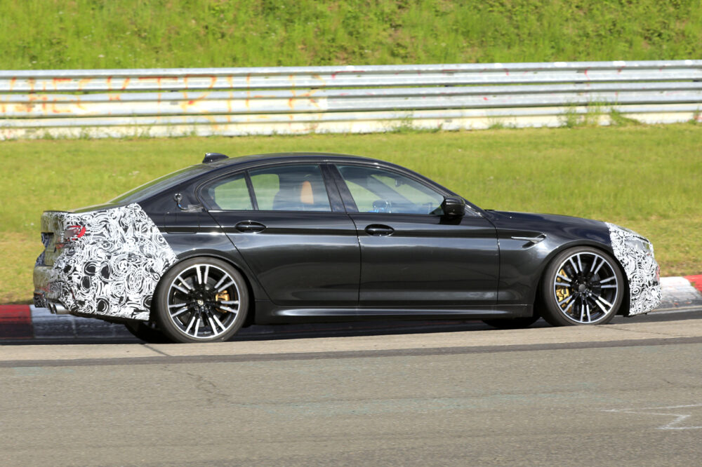 改良新型BMW M5 プロトタイプ スパイショット ボディサイド