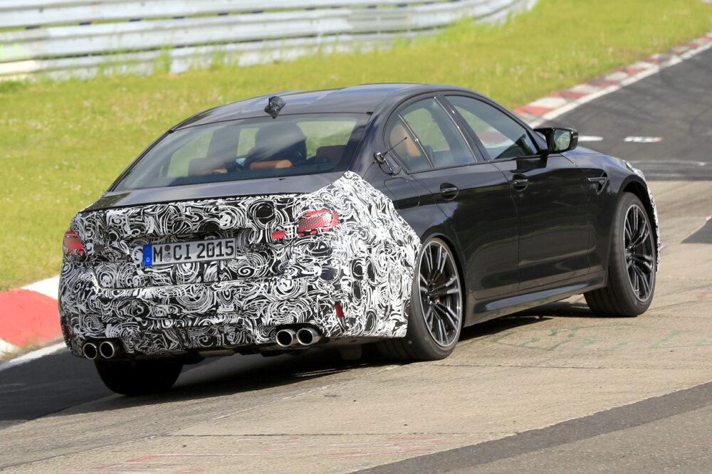 改良新型BMW M5 プロトタイプ スパイショット リアとボディサイド