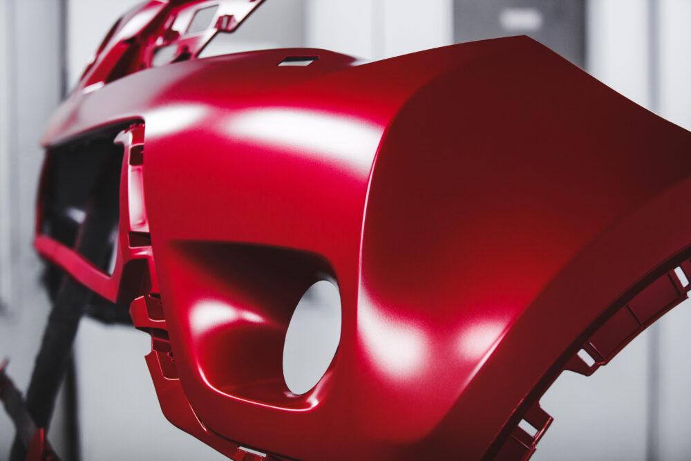 赤く塗られた車の部品