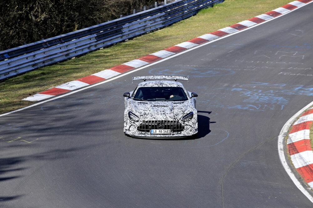 新型メルセデスAMG GT R ブラックシリーズ プロトタイプ スパイショット ニュルブルクリンクを走行