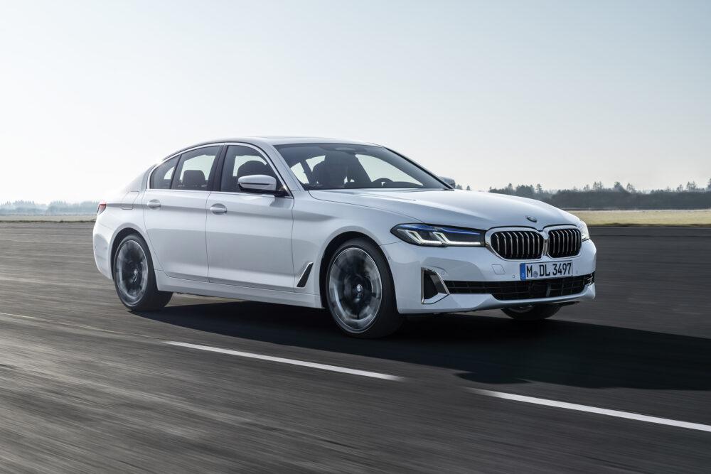 マイナーチェンジした新型BMW 5シリーズ セダン、白のボディカラー