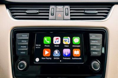 Apple CarPlayとAndroid Autoどっちがいい?使い方や違い&対応機器・カーナビおすすめ5選