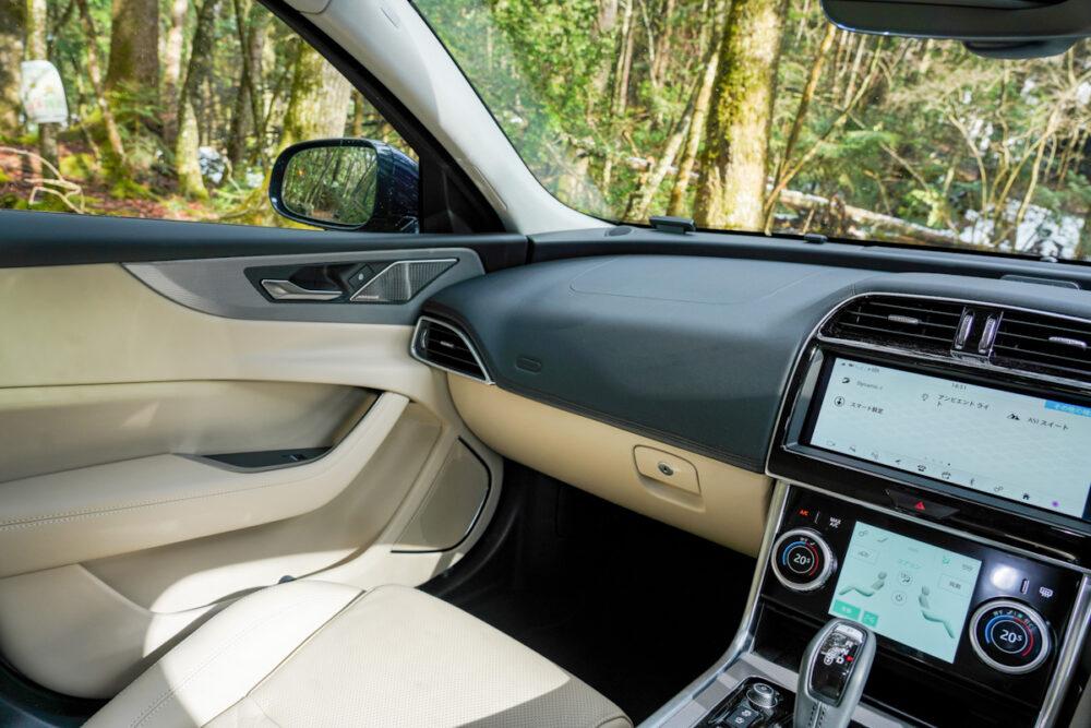 ジャガー XE 2020年モデル 助手席側インパネ
