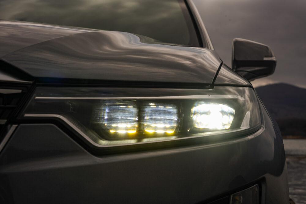 キャデラック XT6 ナイトクルーズ エディション ヘッドライト