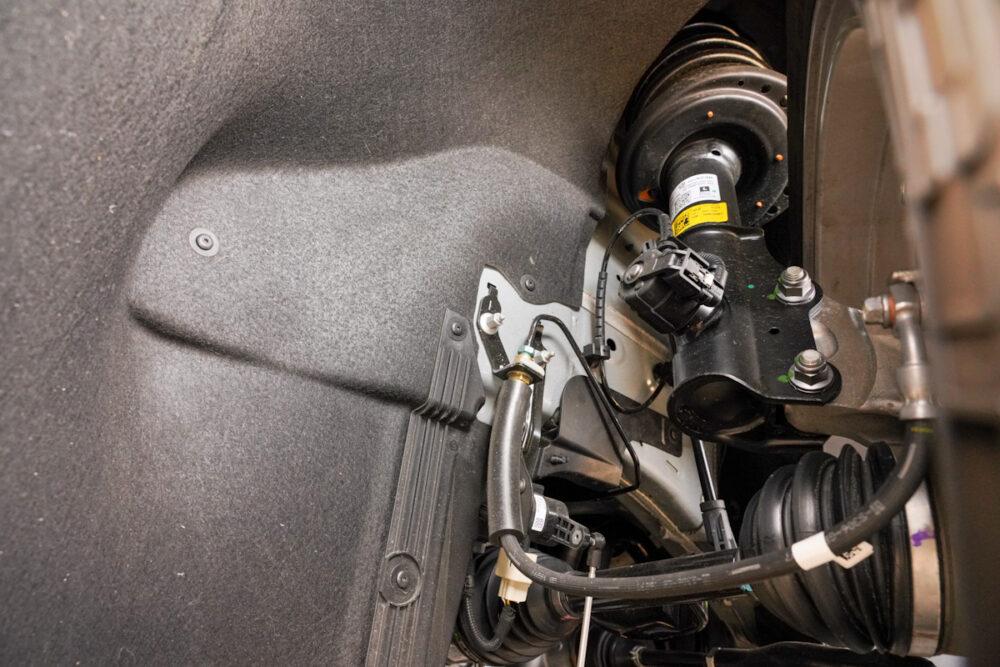 キャデラック XT6 ナイトクルーズ エディション フロントサスペンション