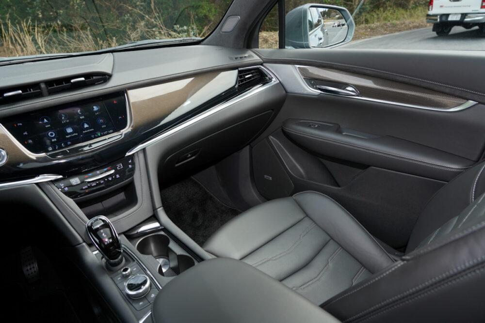 キャデラック XT6 ナイトクルーズ エディション 運転席から見た助手席