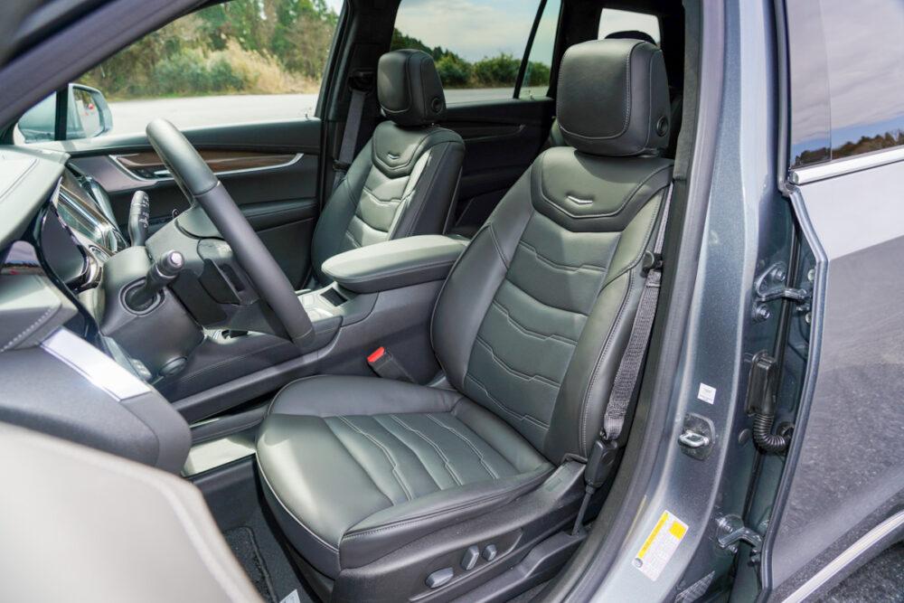 キャデラック XT6 ナイトクルーズ エディション フロントシート