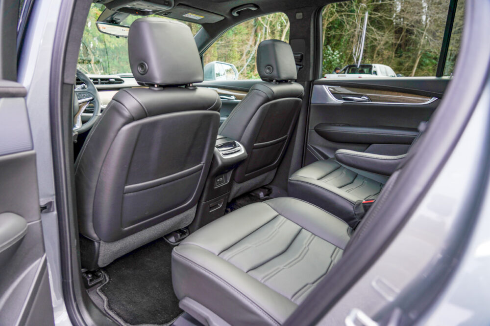 キャデラック XT6 ナイトクルーズ エディション フロントシート背面