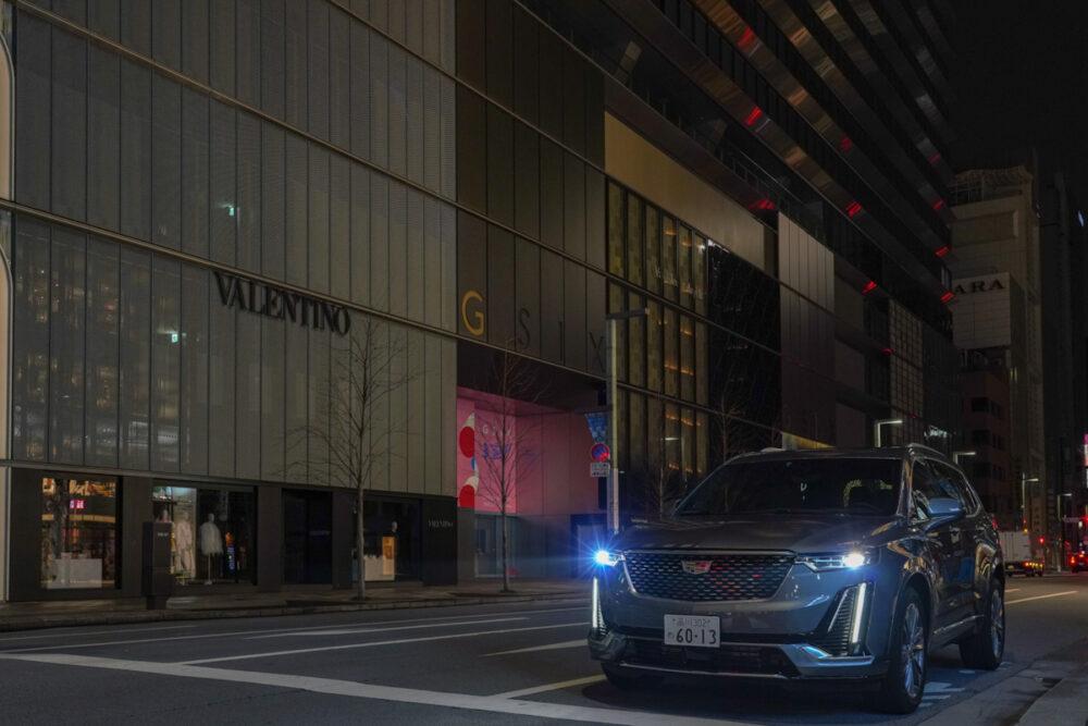 キャデラック XT6 ナイトクルーズ エディション 未明の都心で撮影