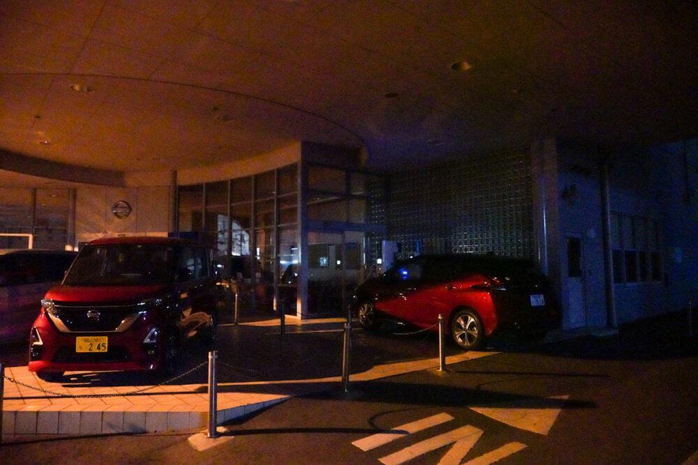 「岡山日産 平島店」で充電する日産リーフe+