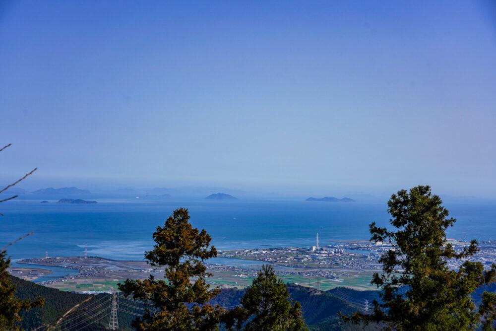 横峰寺の駐車場から望む瀬戸内海