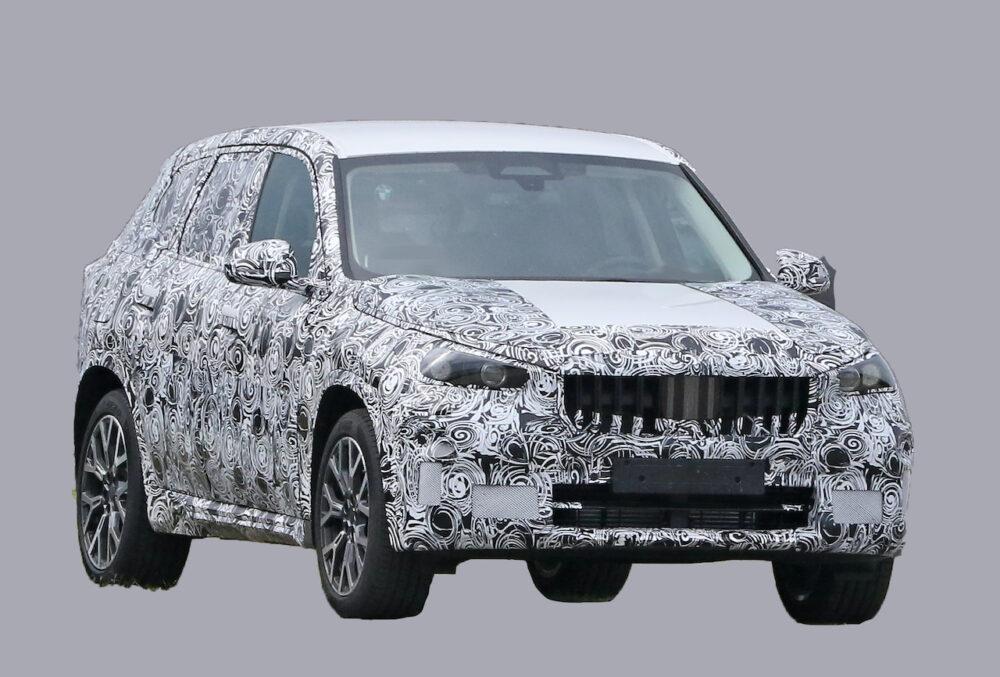 次期新型BMW X1 プロトタイプ スパイショット フロントとボディサイド