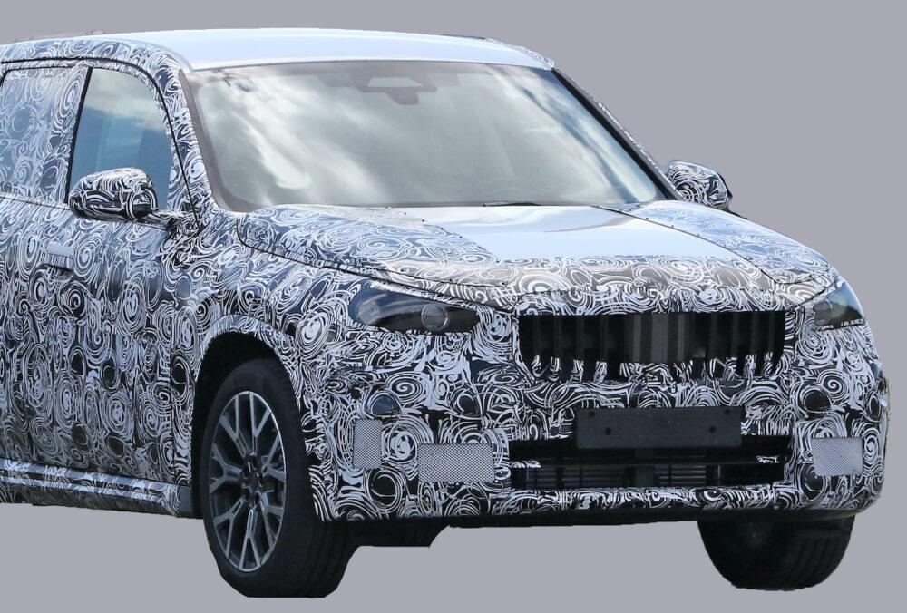 次期新型BMW X1 プロトタイプ スパイショット フロント部拡大