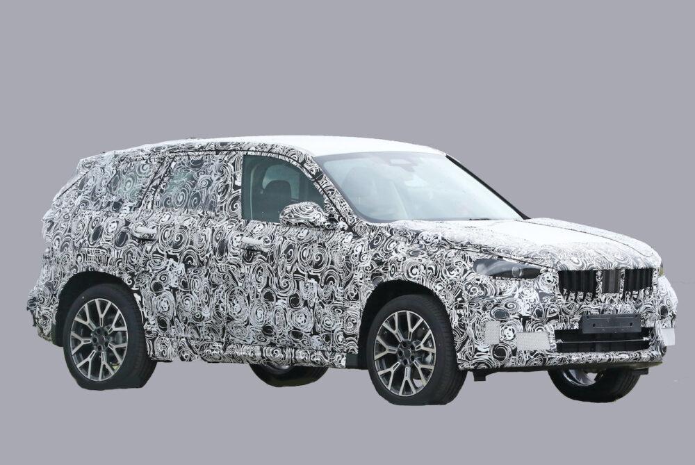 次期新型BMW X1 プロトタイプ スパイショット ボディサイド