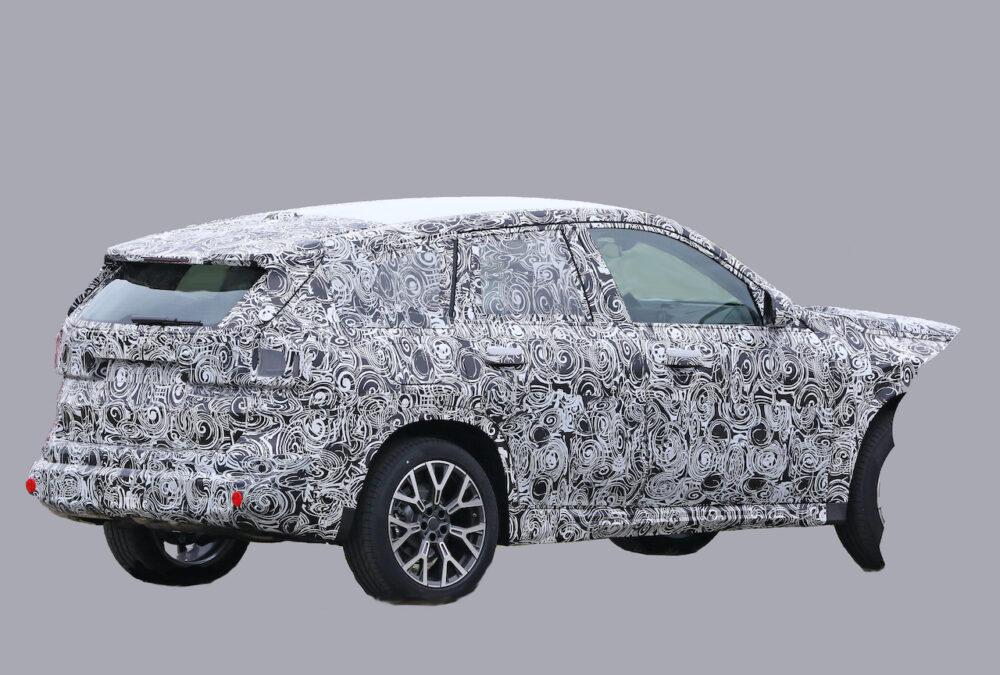 次期新型BMW X1 プロトタイプ スパイショット リアとボディサイド