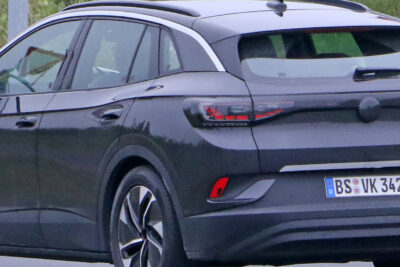 新型VW ID.4 市販車最終プロトタイプを丸裸でスクープ!まもなく登場か