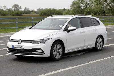 次期新型VW ゴルフ ヴァリアントをスクープ!プロトタイプはクーペスタイルに変化