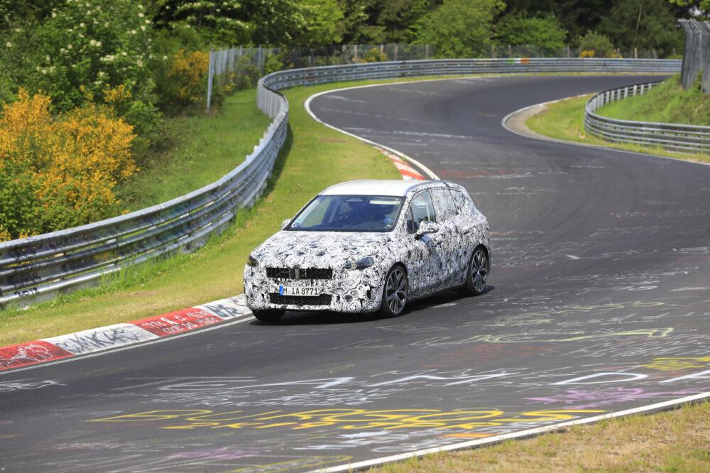 新型BMW 2シリーズ アクティブツアラー M をスクープ!302馬力のスポーツミニバン誕生へ