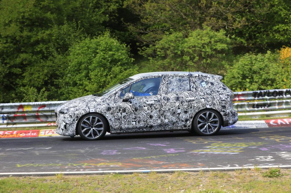 次期新型BMW 2シリーズ アクティブツアラー サイド