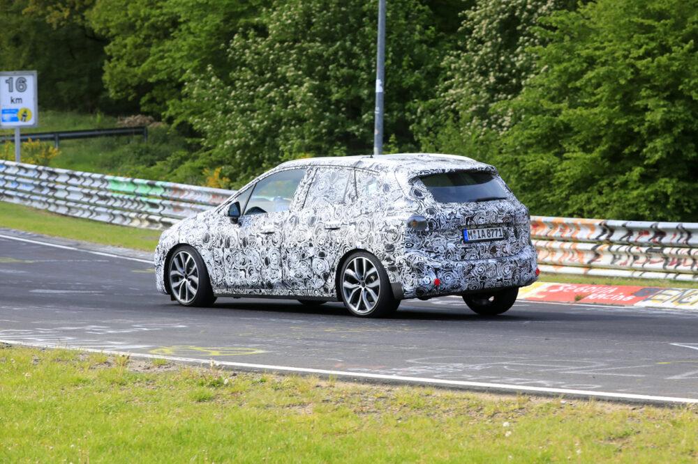 次期新型BMW 2シリーズ アクティブツアラー リアサイド