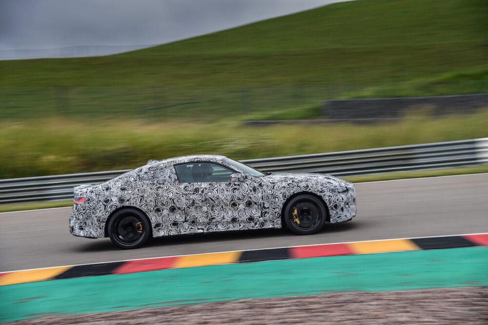 次期新型 BMW M4クーペ 公式リーク ボディサイド