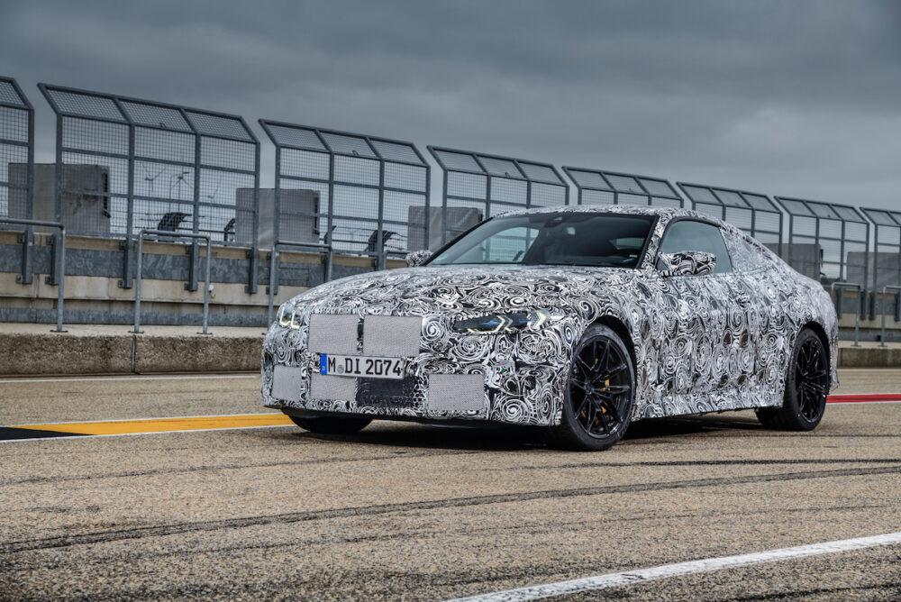 次期新型 BMW M4クーペ 公式リーク フロントとボディサイド