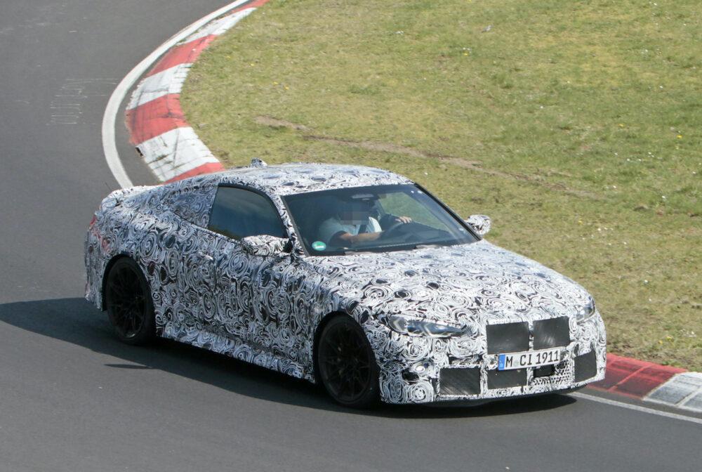 次期新型BMW M4クーペ プロトタイプ スパイショット フロント・ボディサイド