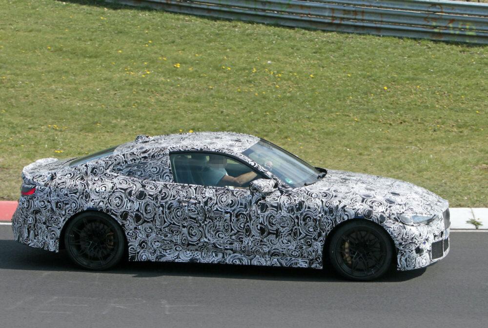 次期新型BMW M4クーペ プロトタイプ スパイショット ボディサイド