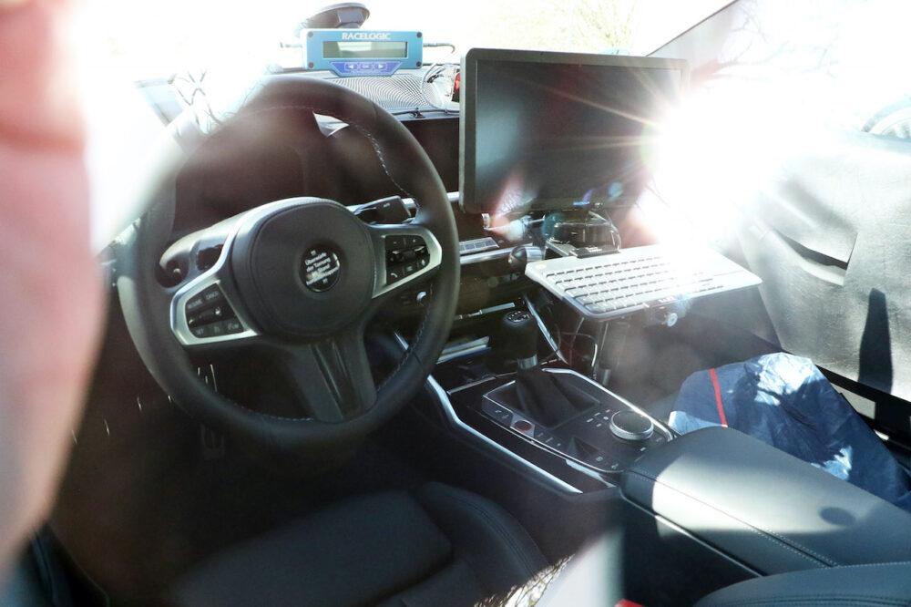 次期新型BMW M4クーペ プロトタイプ スパイショット インパネ