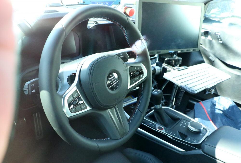 次期新型BMW M4クーペ プロトタイプ スパイショット ハンドル周り