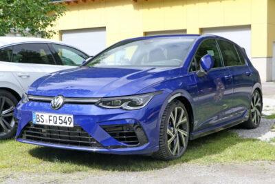 """次期新型VW ゴルフR市販型最新プロトタイプは""""Rブルー""""でスクープされる!"""