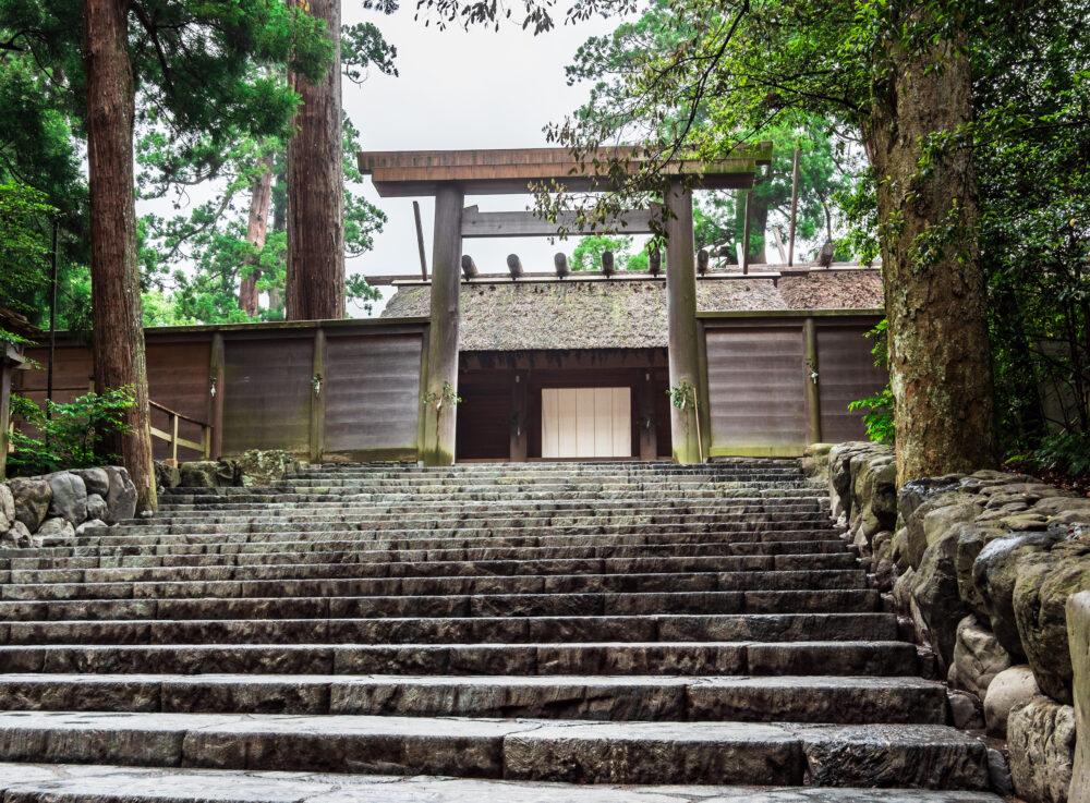 伊勢神宮内宮鳥居前の階段
