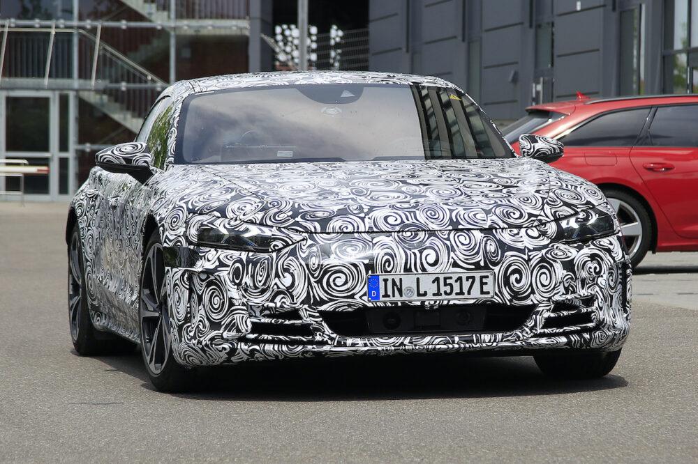 新型アウディ e-tron GT 市販型プロトタイプ スパイショット フロント