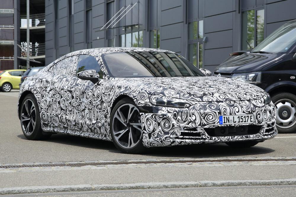新型アウディ e-tron GT 市販型プロトタイプ スパイショット フロントとボディサイド