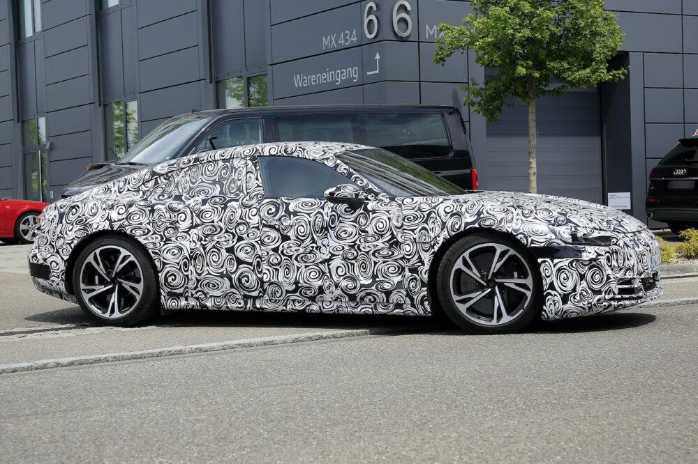 新型アウディ e-tron GT 市販型プロトタイプ スパイショット ボディサイド