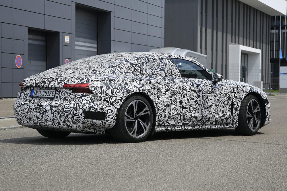 新型アウディ e-tron GT 市販型プロトタイプ スパイショット リアとボディサイド