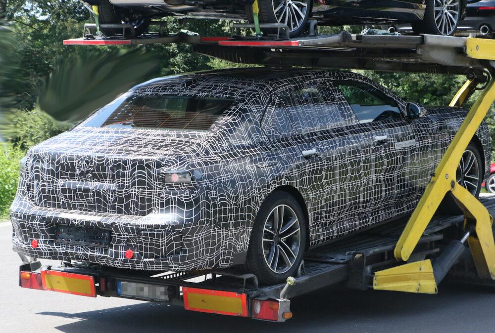 新型 BMW i7 市販型プロトタイプ スパイショット リアサイド
