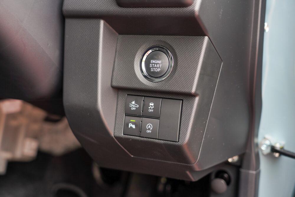 新型ダイハツ タフト エンジンスターターボタン