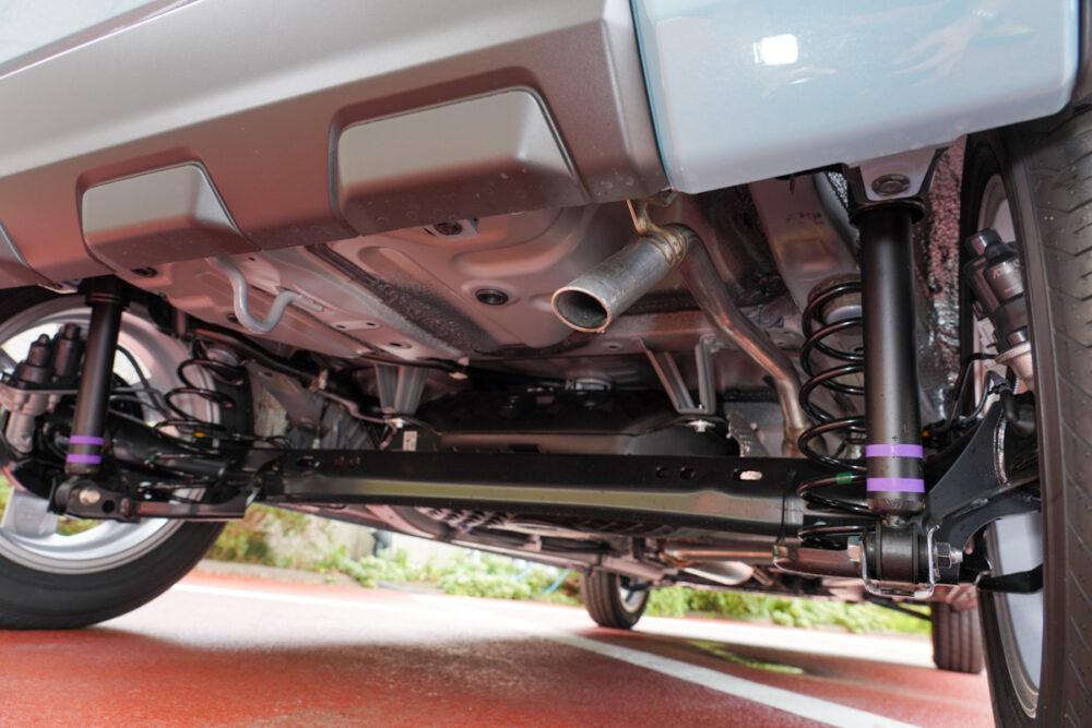 新型ダイハツ タフト 2WD リアサスペンション