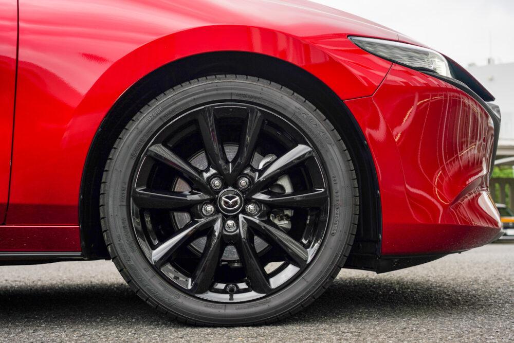 マツダ3 ファストバック スカイアクティブX のタイヤ
